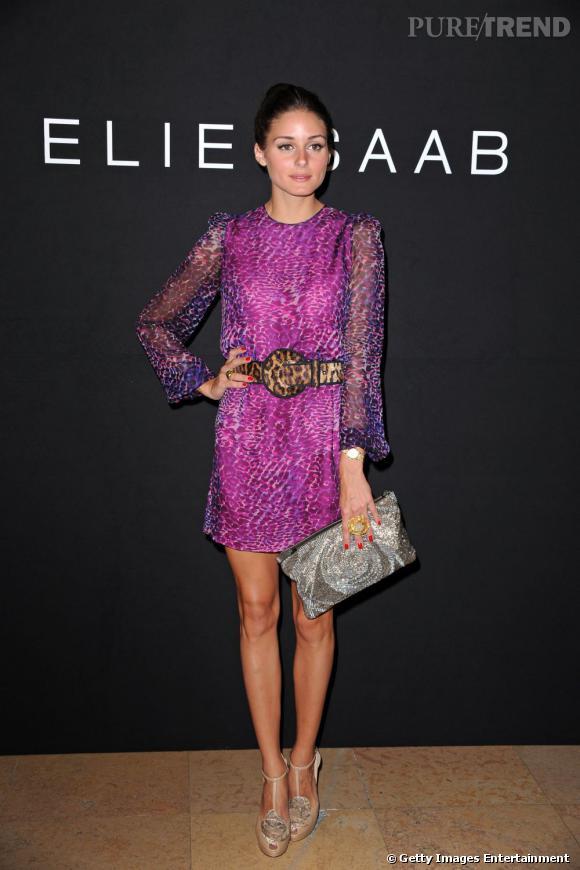 Olivia Palermo n'hésite jamais à mélanger les imprimés comme ici avec une robe mauve Besoni et une ceinture léopard.