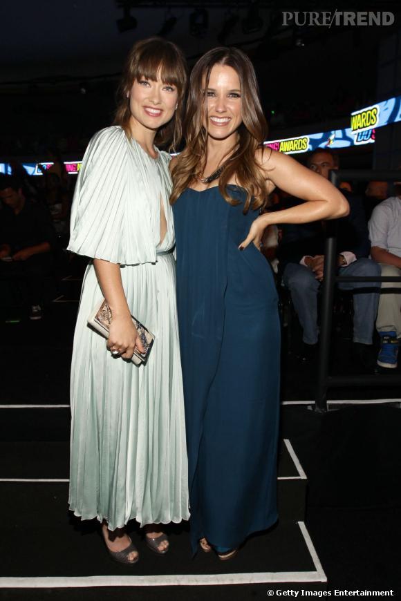 Olivia Wilde et Sophia Bush, backstage lors des Do Something Awards à Hollywood.