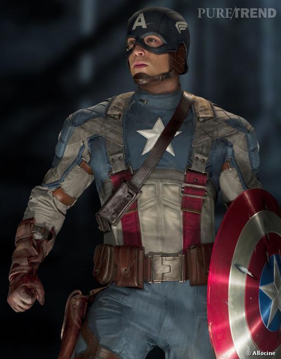 """Le super-héros : Captain America Son look : Très patriotique, notre bellâtre porte les couleurs des Etats-Unis sur sa tenue de guerrier. Sa mission : lutter contre les nazis à travers la figure du """"maître de la haine"""". Pour cela, son bouclier magique et sa force spectaculaire lui sont indispensables. Bah oui, c'est ça un super-héros."""