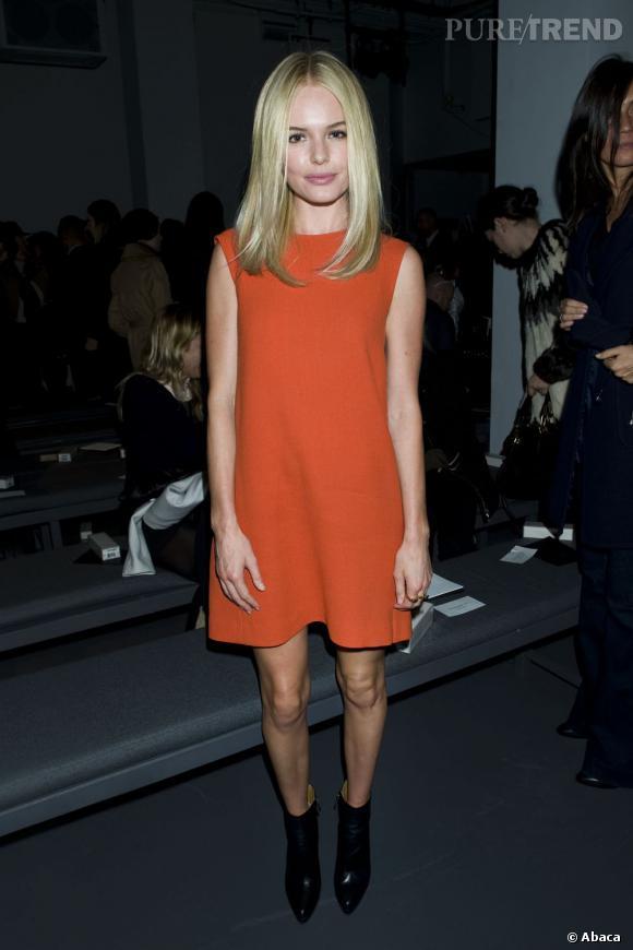 Kate Bosworth en parfaite modeuse ne laisse pas passer cette tendance et opte pour une mod dress flashy made in Calvin Klein.