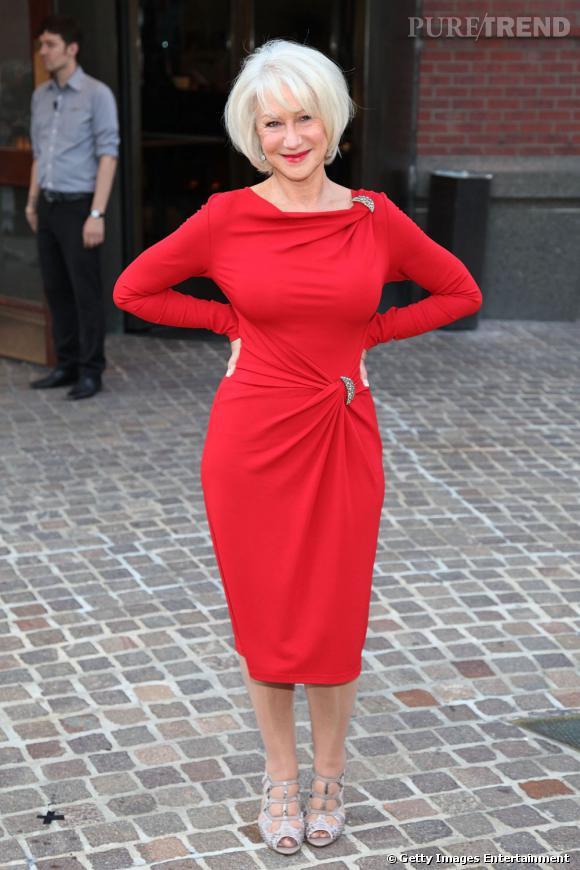 """Helen Mirren, fabuleuse pour la première du film """"The Debt"""" à New York."""