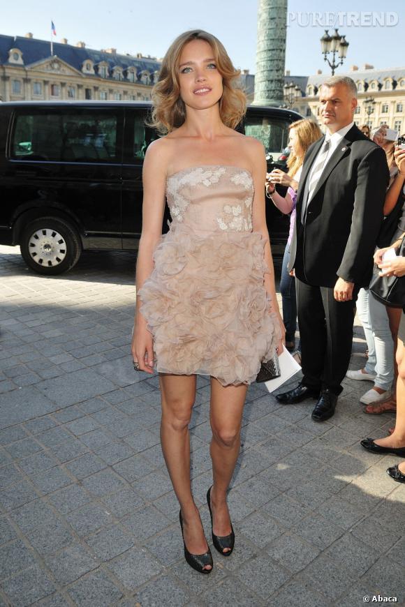 2- Valentino  : la jeune femme fait des prouesses grâce aux créations féminines de la maison italienne.