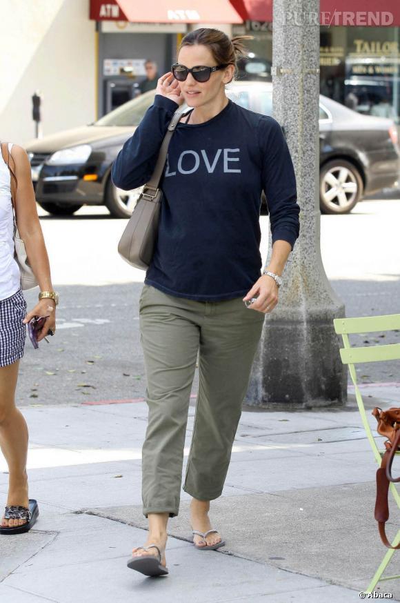 Jennifer Garner porte un sac Tod's qui apporte une touche classique et élégante à sa tenue.