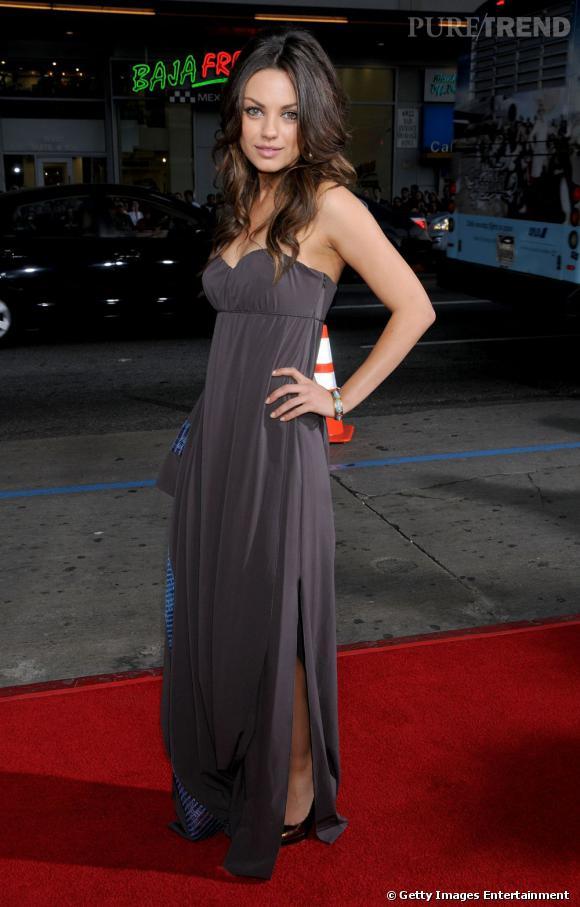 En 2008, Mila fait sensation dans une longue robe bustier et une crinière indomptée dans un style très déesse grecque.