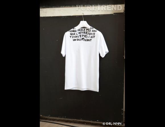 """""""Il y a plus à faire pour combattre le Sida que de porter ce t-shirt mais c'est un bon début"""", un message écrit en noir sur blanc et décliné dans d'autres couleurs."""