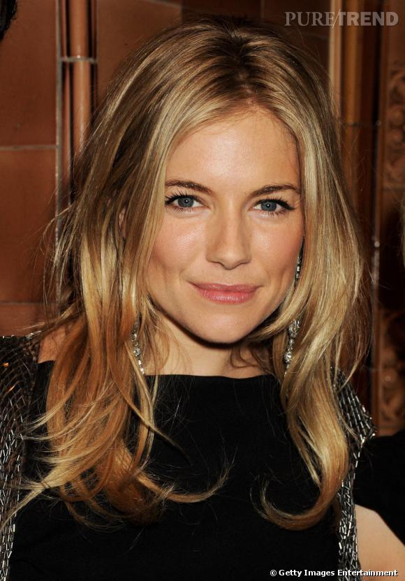 La coiffure cheveux blonds que  Sienna Miller  préfère, c'est le long légèrement wavy. Une coupe de cheveux classique et efficace pour une allure à la fois glam' et féminine.