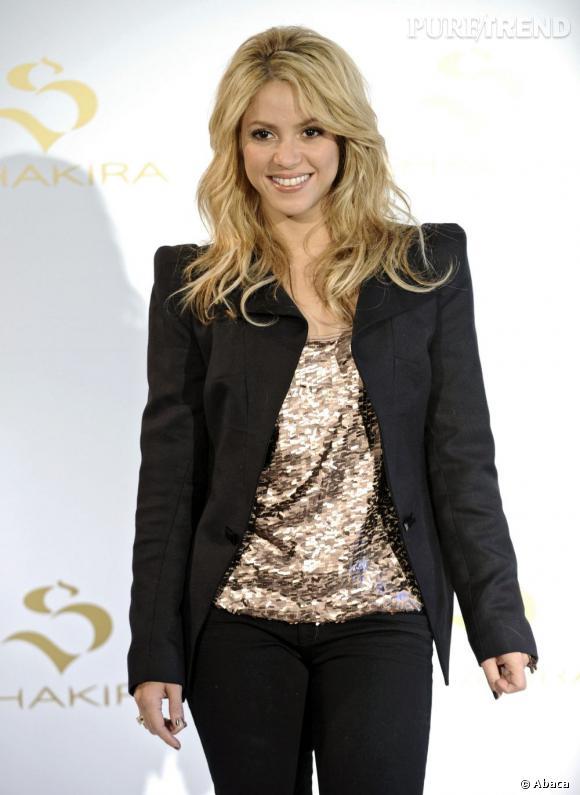 """""""Jamais sans ma crinière"""", tel pourrait être le credo de la chanteuse  Shakira . Ici, elle la dompte avec un wavy bien maîtrisé."""