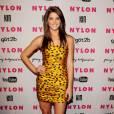Ashley Greene profite de sa jolie silhouette pour faire dans le décalé  en adoptant la tendance pois noirs sur mini-robe bustier jaune, le  léopard détourné par Dolce & Gabbana.