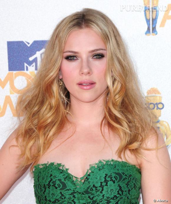 En bonne icône glamour,  Scarlett Johansson  se devait d'essayer le balayage.