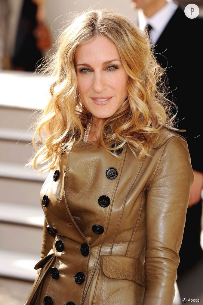 sarah jessica parker met ses cheveux en beaut avec un balayage blond discret et tr s lumineux. Black Bedroom Furniture Sets. Home Design Ideas