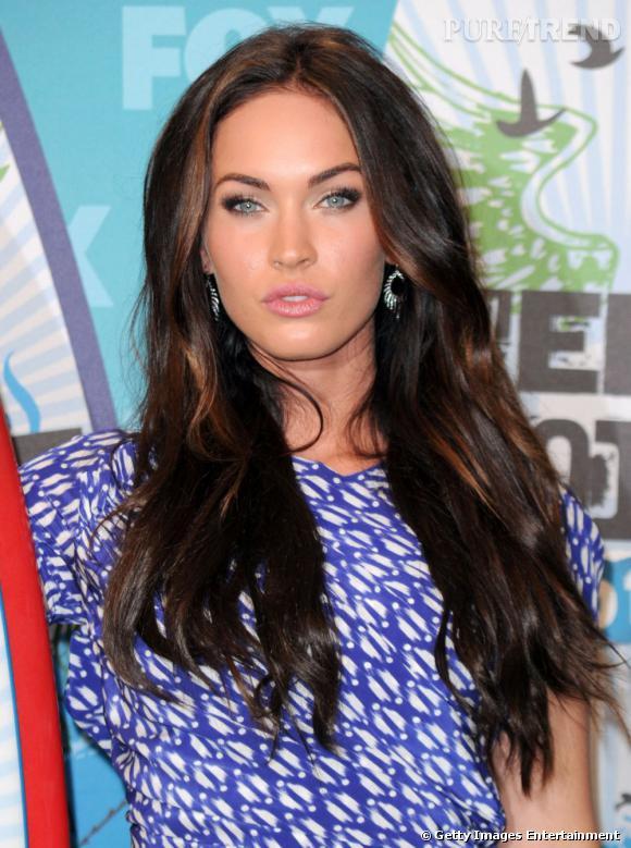 Chevelure de lionne et allure de tigresse,  Megan Fox  réchauffe sa crinière d'ébène de touches fauves.