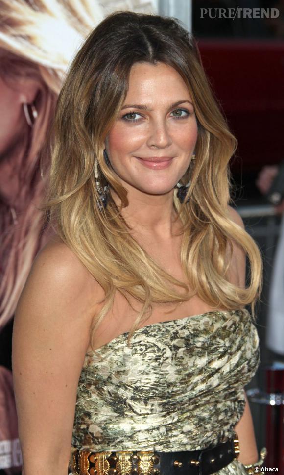 Pionnière du genre,  Drew Barrymore  a été l'une des premières à oser l'ombré hair. Et comme elle n'a pas froid aux yeux, elle l'a choisi très contrasté.
