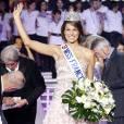 Miss France VS Miss Univers : le salut    Grand sourire et geste délicat de la main, Laury Thilleman assure !