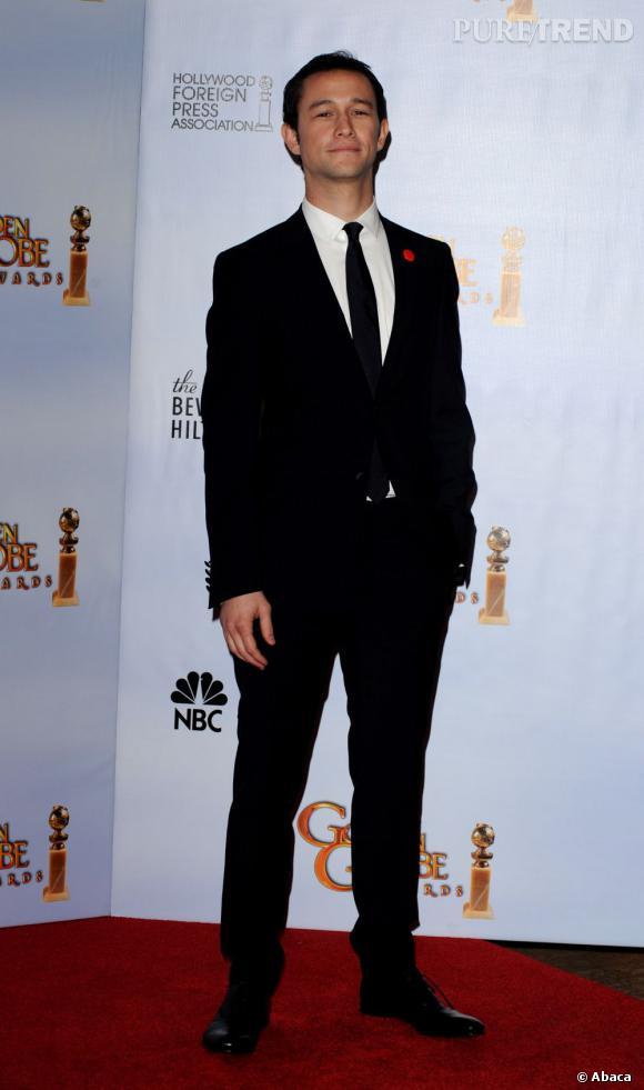 Costume noir à la James Bond.