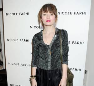 Emily mixe lurex et jupe longue.