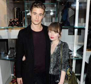 Emily Browning et son boyfriend Max Irons à l'ouverture de la boutique Nicole Farhi à Londres.
