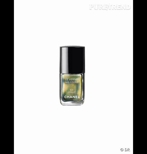 Le Péridot de Chanel     Une couleur phare de cette rentrée, un effet caméléon qui joue avec la lumière.     Prix     : 21, 50 euros