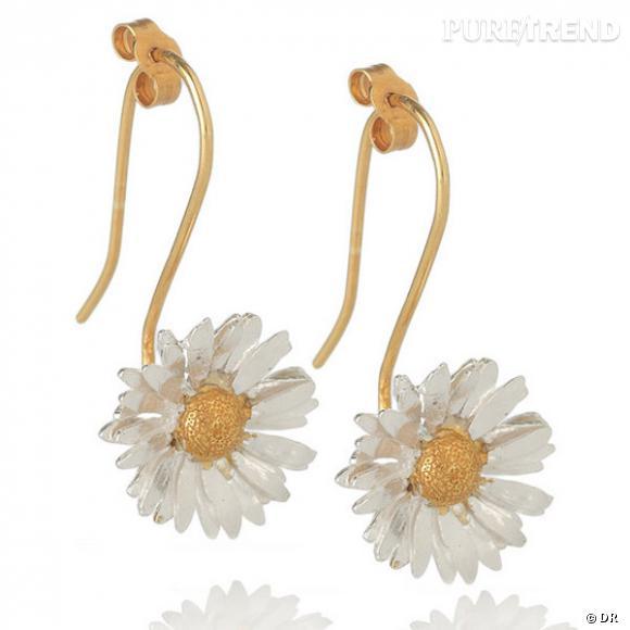 """Boucles d'oreilles """"Marguerite"""", Alex Monroe       Boucles d'oreilles en argent, et pistil en or jaune.    Prix : 141.33€     En vente sur  www.net-a-porter.com"""