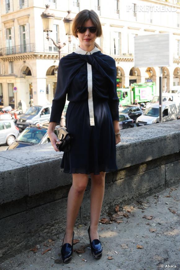 L'actrice porte une robe Carven de la collection Automne-Hiver 2011/2012.