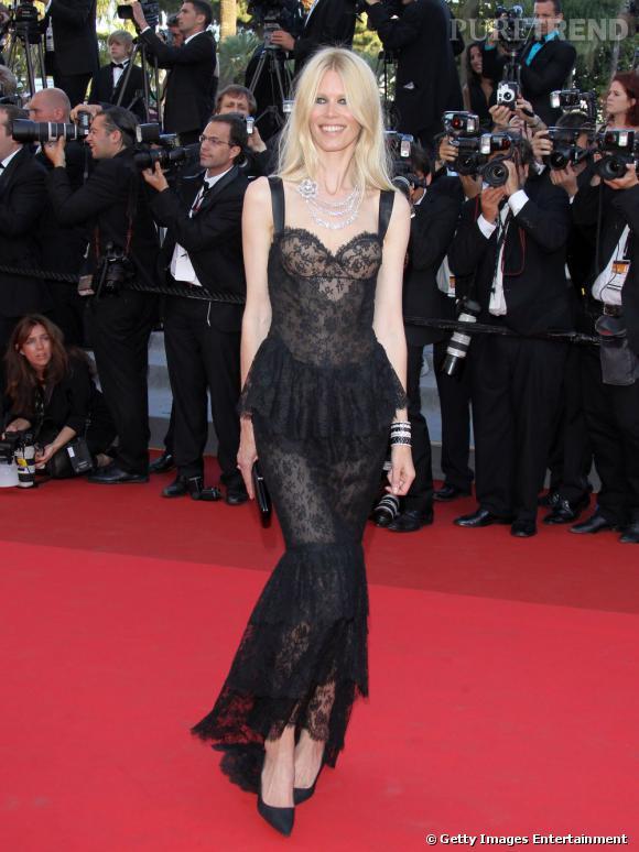 Claudia Schiffer toute en dentelle signée Chanel.
