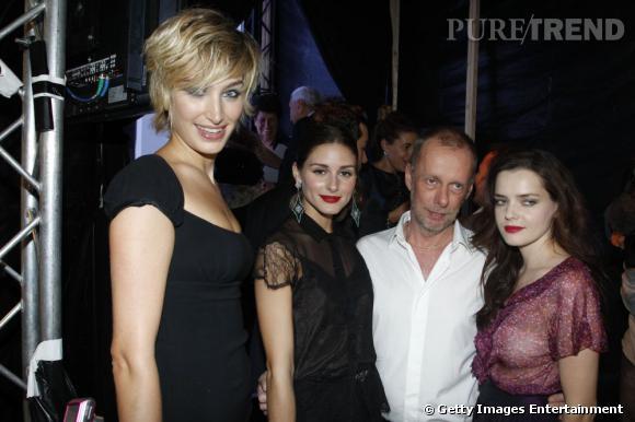 Pauline Lefèvre, Olivia Palermo, Bill Gaytten, nouveau directeur artistique de Dior, et Roxane Mesquida au défilé Printemps-Eté 2012 de la maison parisienne.