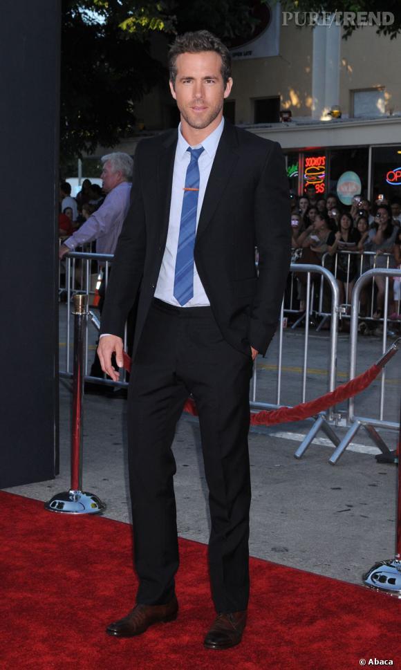 """Grâce à son rôle et son costume ultra sexy de """"Green lantern"""" et sa campagne de pub pour Marks & Spencer, Ryan Reynolds fait craquer les British et intègre la 17ème place du classement."""
