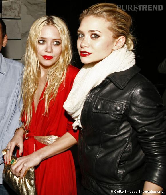 Côté physique :   la plus grande différence des soeurs Olsen est avant tout leur taille. Ashley, aînée de deux minutes, est également la plus grande. Si vous ne l'avez pas compris, elle est à droite sur la photo.