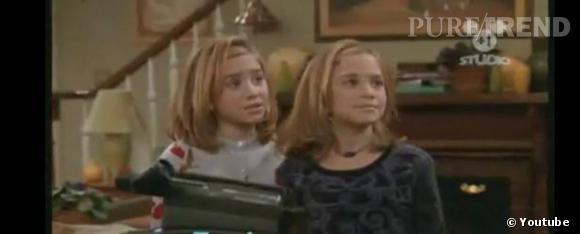 """Plus jeunes :   Petites, les soeurs Olsen se différenciaient beaucoup de par leur caractère. Mary-Kate était le garçon manqué, et Ashley la lolita super féminine qui prenait soin de se gaufrer les cheveux. Dans la série """"Les Jumelles s'en Mêlent"""", elle mettent très fortement en avant ces aspects. (Ashley à gauche, Mary-Kate à droite)."""
