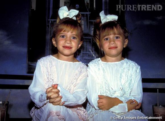 Petites :   très difficilement reconnaissables petiotes, les jumelles se sont différenciées avant tout par leur taille mais aussi par leur caractère. Mary-Kate (à gauche) au tempérament plus fort a longtemps fait des siennes.