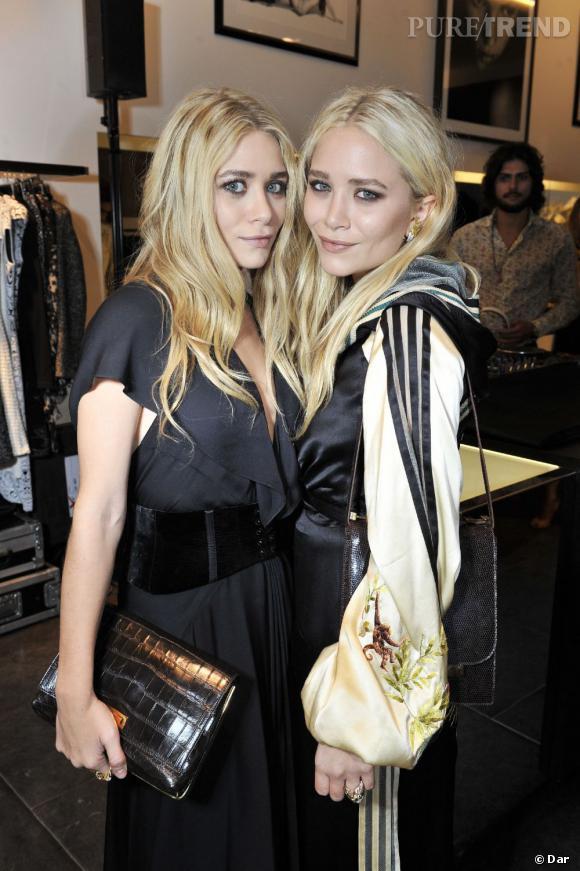 Côté beauty look    :    Ashley à gauche mise très régulièrement sur la discrétion tandis que Mary-Kate aime être plus expérimentale. La preuve ici, puisqu'elle s'est maquillée les lèvres en violine.