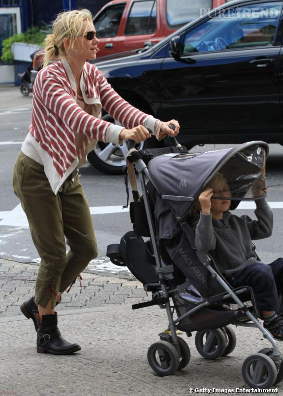 Le fils de Naomi Watts a raison de se cacher vu le look de sa mère.