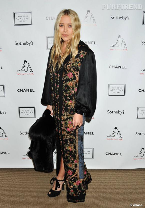 Mary-Kate Olsen l'air agard... Elle est justement en train de se demander pourquoi elle s'est habillée comme ça ce matin.