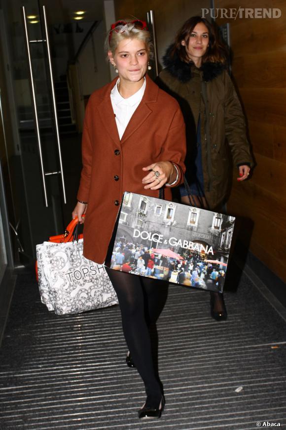 """Pixie Geldof se sent obligée de mal s'habiller pour aller faire du shopping. Ça doit la déculpabiliser : """" Mais regardez comme je suis fringuée, j'ai BESOIN de vêtements """"."""