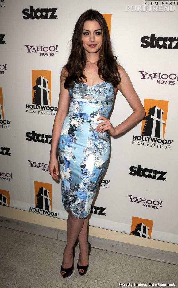 Anne Hathaway dans une robe très printanière.