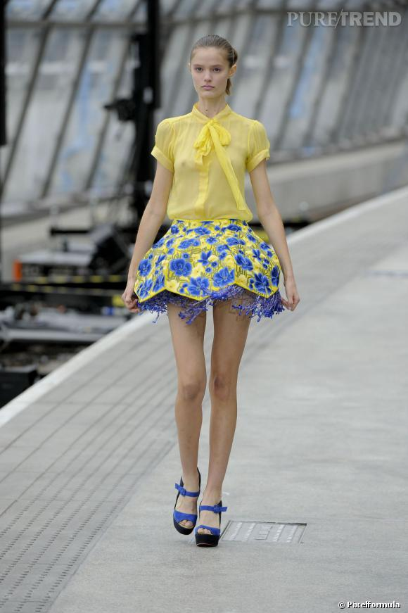Version podium :  Défilé Mary Katrantzou Printemps-Eté 2011.