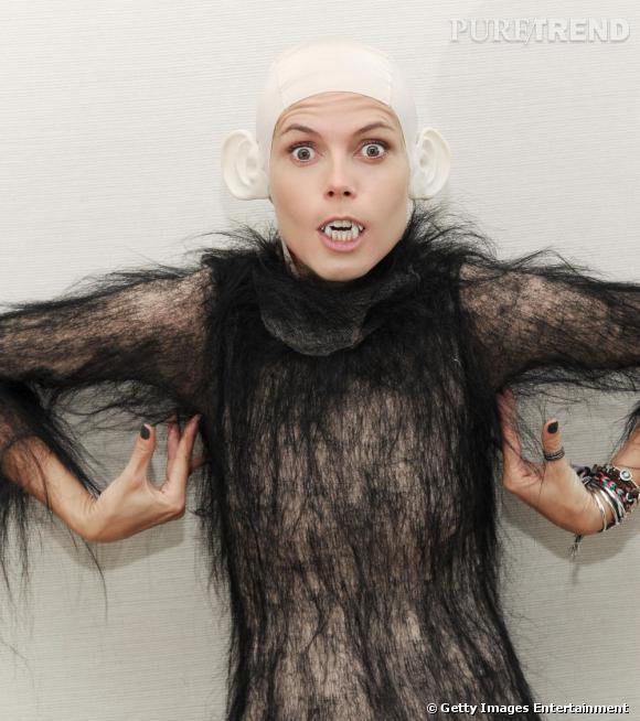 Cette année, Heidi Klum a décidé de se déguiser en singe version très... effrayante. Et pas franchement sexy. Au moins, elle accepte de ne pas se prendre au serieux !