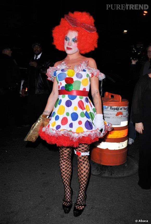 """Pink, ultra flippante, fait son remake de """"Ça le clown""""."""