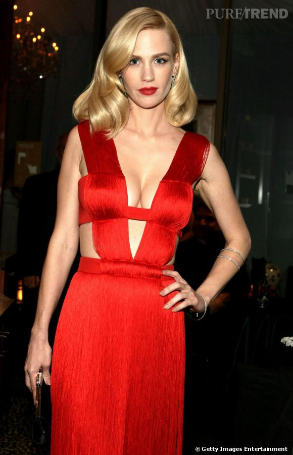 January Jones ne lésine pas question décolleté.