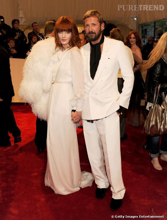 Florence Welch portant une robe Yves Saint Laurent, et Stefano Pilati.
