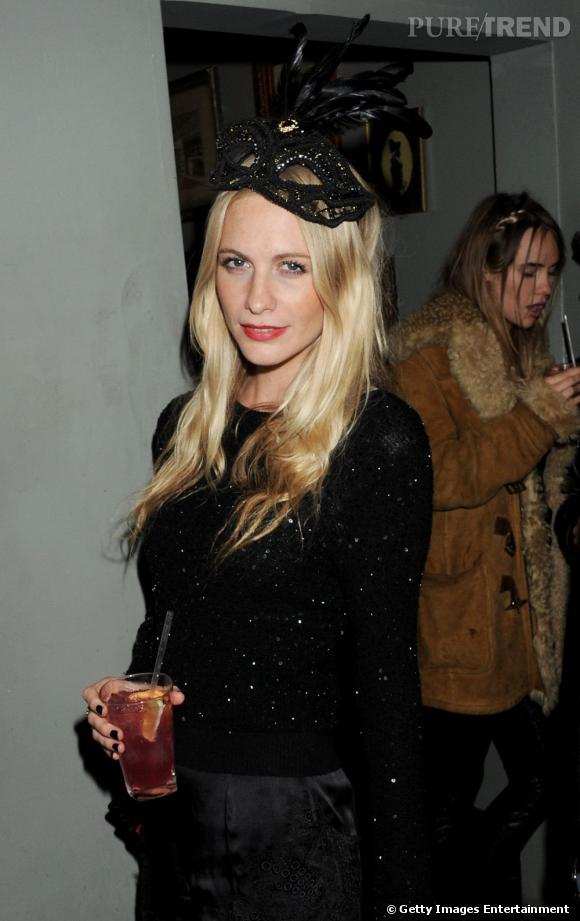 Poppy Delevingne à la soirée Black Tie Carnaval organisée par Alice + Olivia à Londres.
