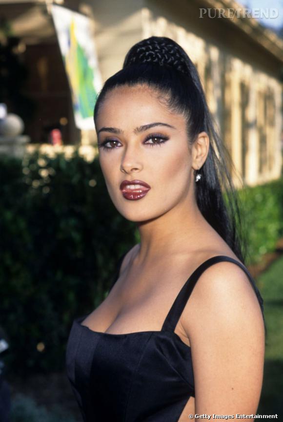 L'évolution beauté de Salma Hayek Une chanteuse du Dance Machine ? Non c'est juste Salma à ses débuts.