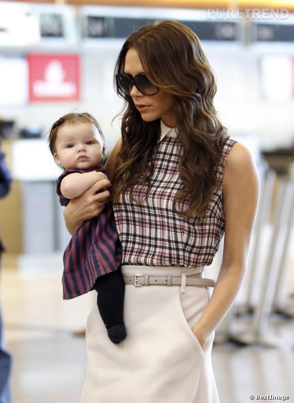 Victoria n'a pas peur de dévoiler la bouille de sa fille et l'expose sans cesse aux photographes.