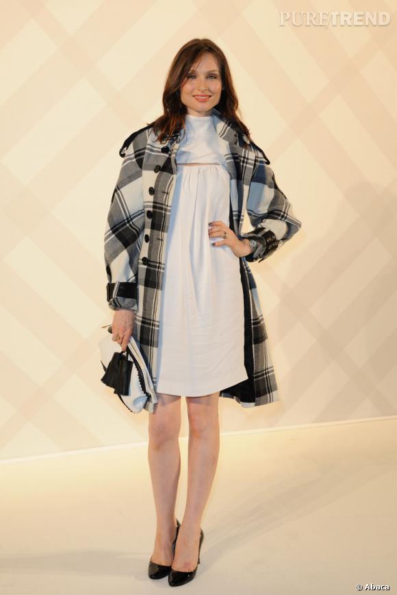Le manteau est joli et l'accessoirisation n'est pas mal. La simplicité était obligatoire.