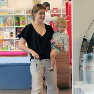 Amy Adams, loose, pouponne mieux son bébé qu'elle même !