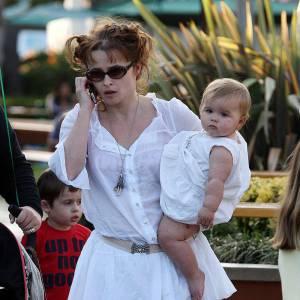 Helena Bonham Carter : mère et fille en total look blanc.