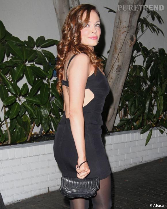 La mini-robe noire ultra-moulante avec soutien-gorge intégré, on a vu plus chic.