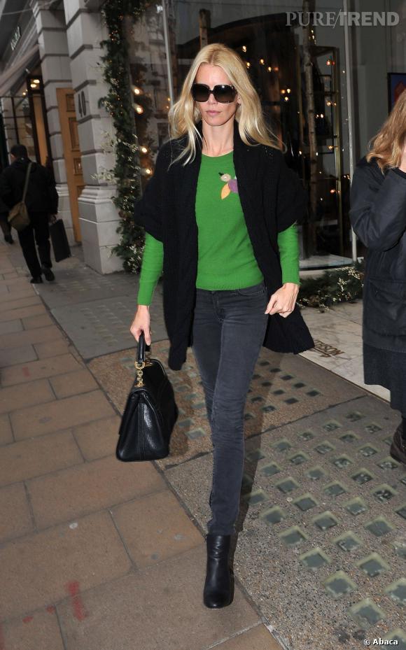 Claudia Schiffer en balade dans les rues de Londres.