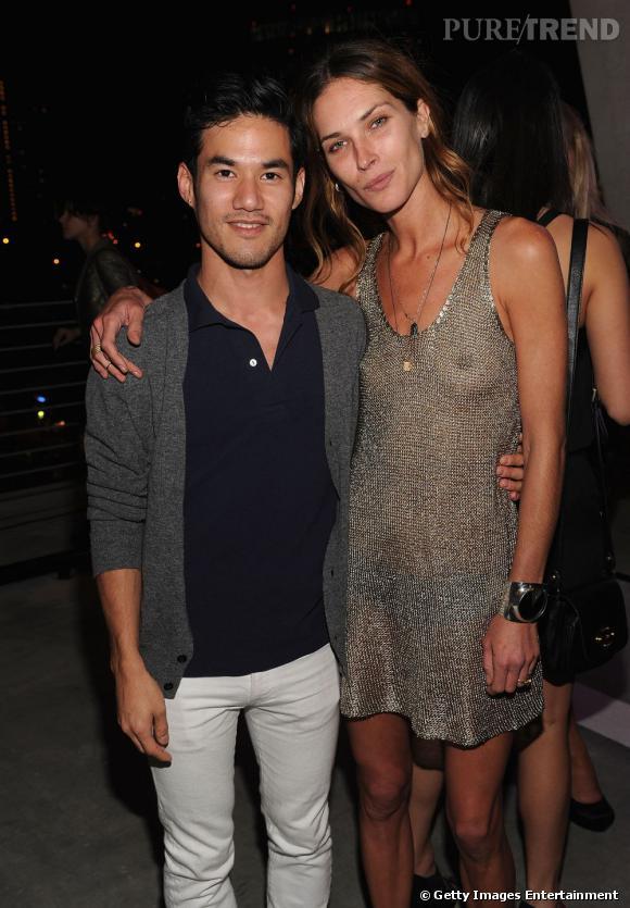 Miami Art Basel   Plus libre que n'importe quelle soirée red carpet, Miami Art Basel incite à la détente comme le prouve cette très légère robe en maille d'Erin Wasson, accompagnée du créateur Joseph Altuzarra.