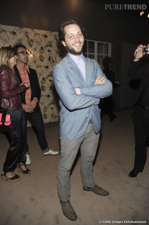 Miami Art Basel   Derek Blasberg est le chroniqueur mondain et new-yorkais du Style.com. Il est aussi de toutes les parties et sait toujours s'entourer des plus belles femmes de la planète mode et d'ailleurs. Le nouvel Truman Capote ?