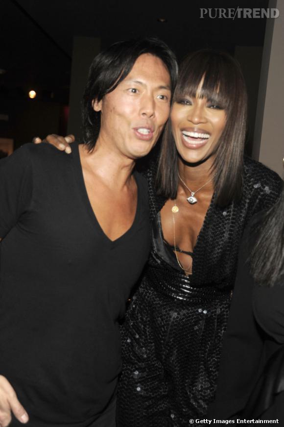 Miami Art Basel Que serait la nuit sans la féline Naomi Campbell, ici, tout sourire avec Stefen Gan, fondateur du Visionnaire et rédacteur-en-chef du magazine V.